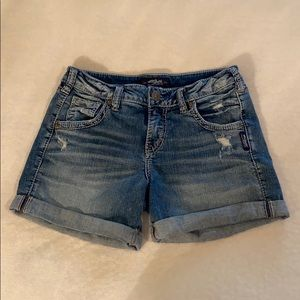 """Silver Jeans """"Sam"""" Shorts Size 26"""
